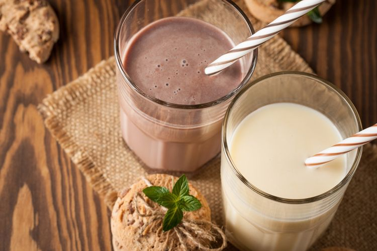 Mana Lebih baik Susu protein atau Kopi sebelum Olahraga?