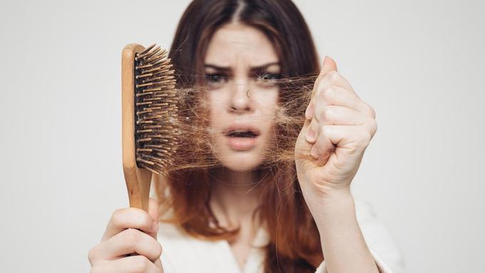 Cara Mudah Atasi Rambut Rontok Usai Melahirkan